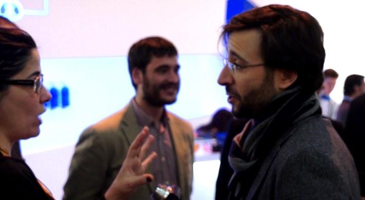 Emmanuel Romero y Virginia del Barco charlando sobre la sala VIP
